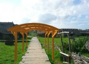 Jak wyglądałaby wiata garażowa w zrekonstruowanej wiosce wikingów (wyspa Wolin)